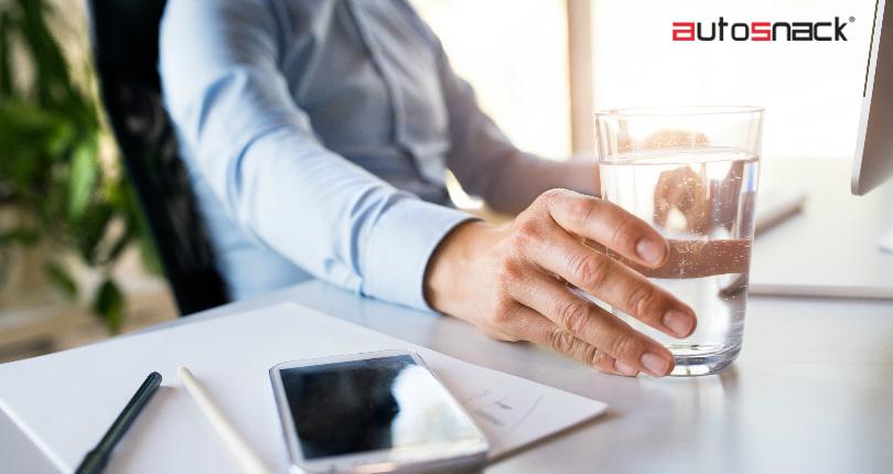 Mantenerse hidratado durante el horario laboral ayuda a aumentar la concentración y eficiencia a la hora de ejecutar tareas.